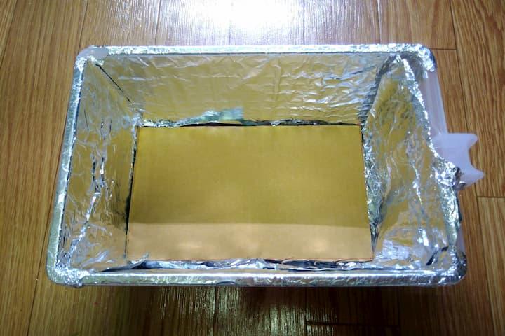 アレンジボックスの底に段ボール紙を敷いた画像