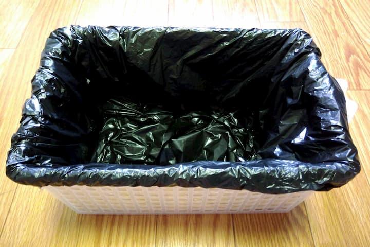 アレンジボックスの内側に黒ビニール袋をセットした画像